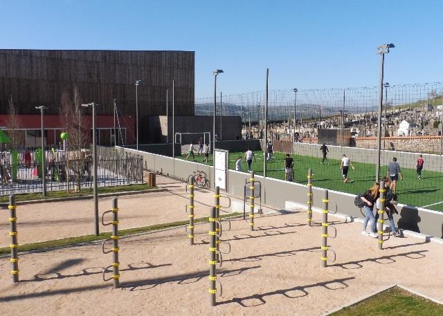 complexe sportif extérieur aire jeux enfance-jeunesse