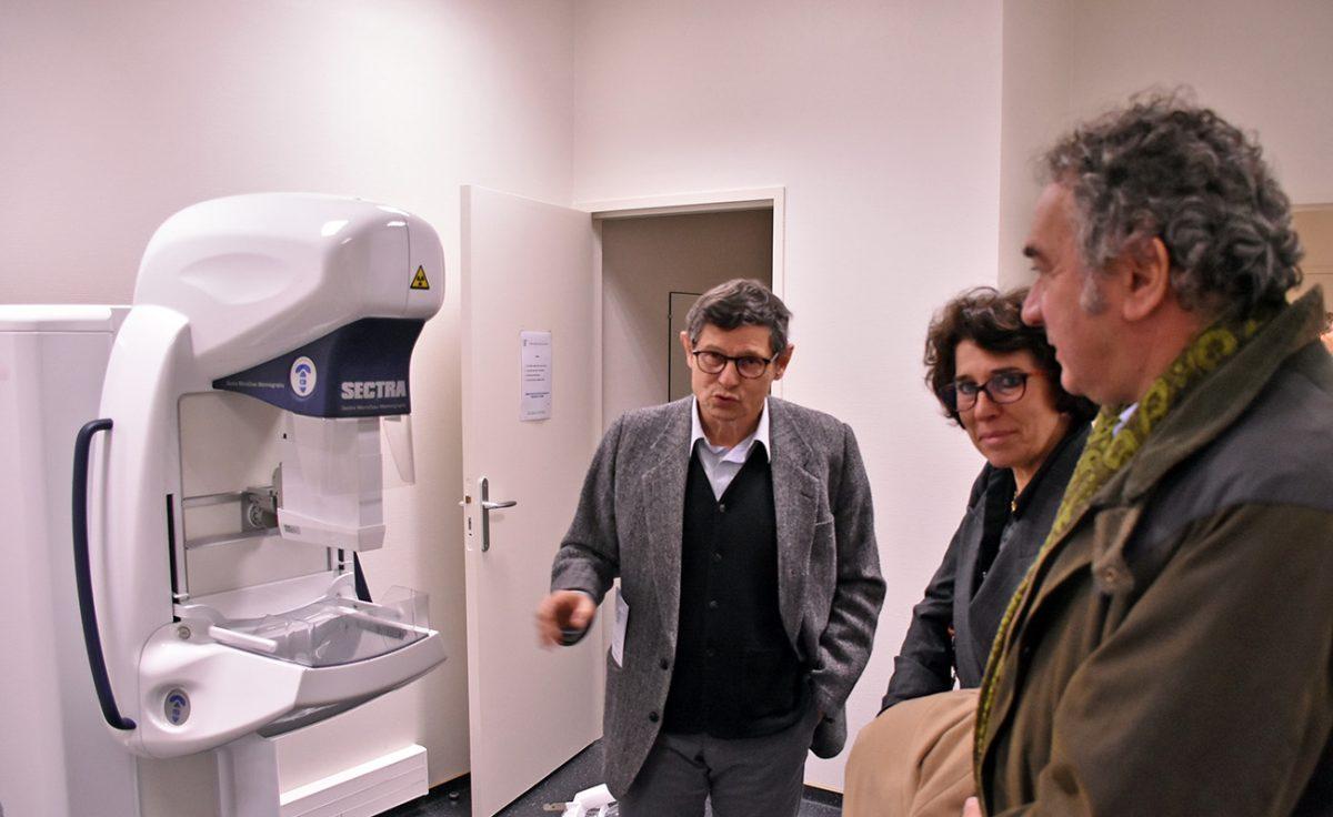Présentation de la mammographie à Pierre Jarlier et Martine Guibert