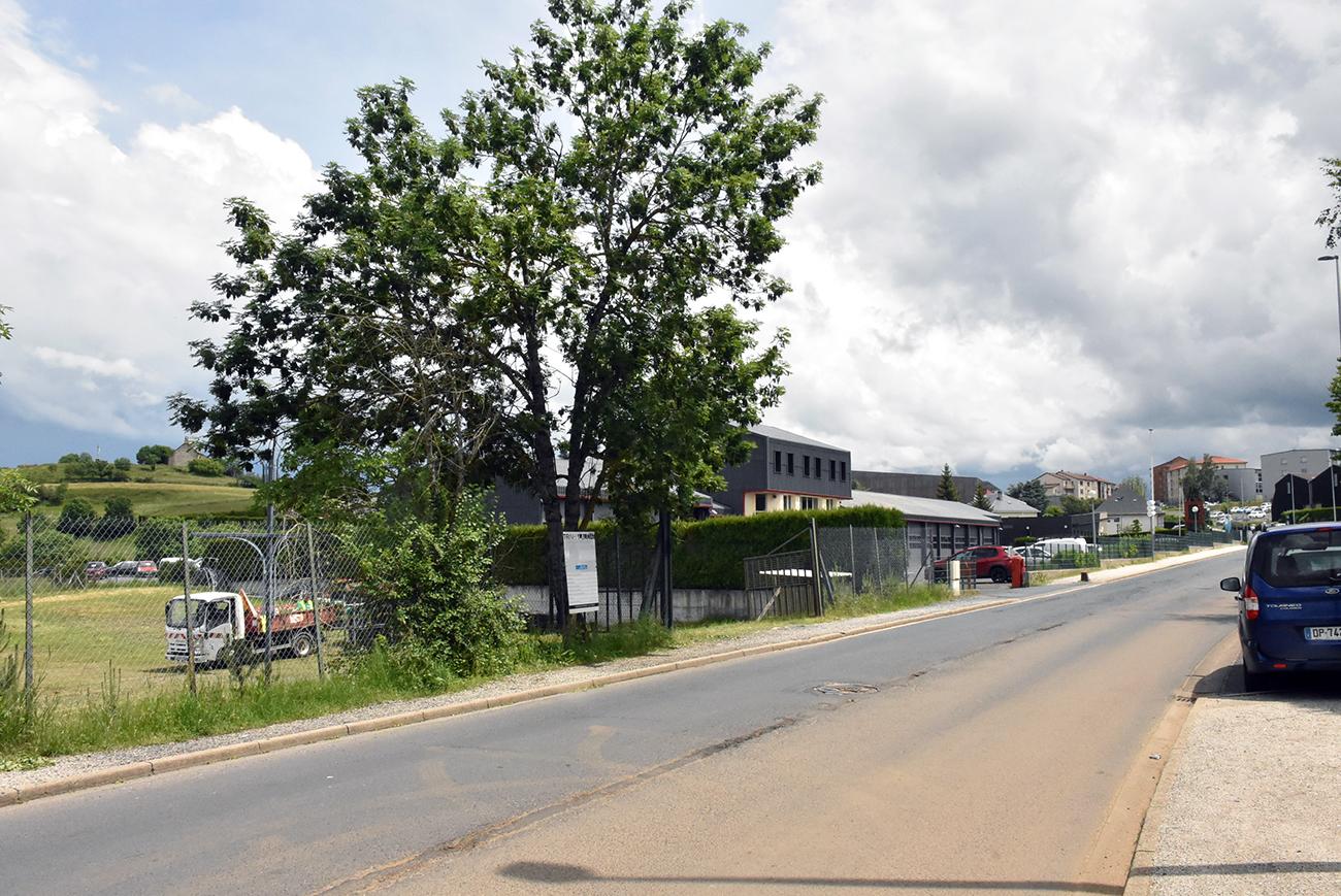 Sur l'Avenue de Besserette, la chaudière bois se situera a gauche à côté du centre de secours.