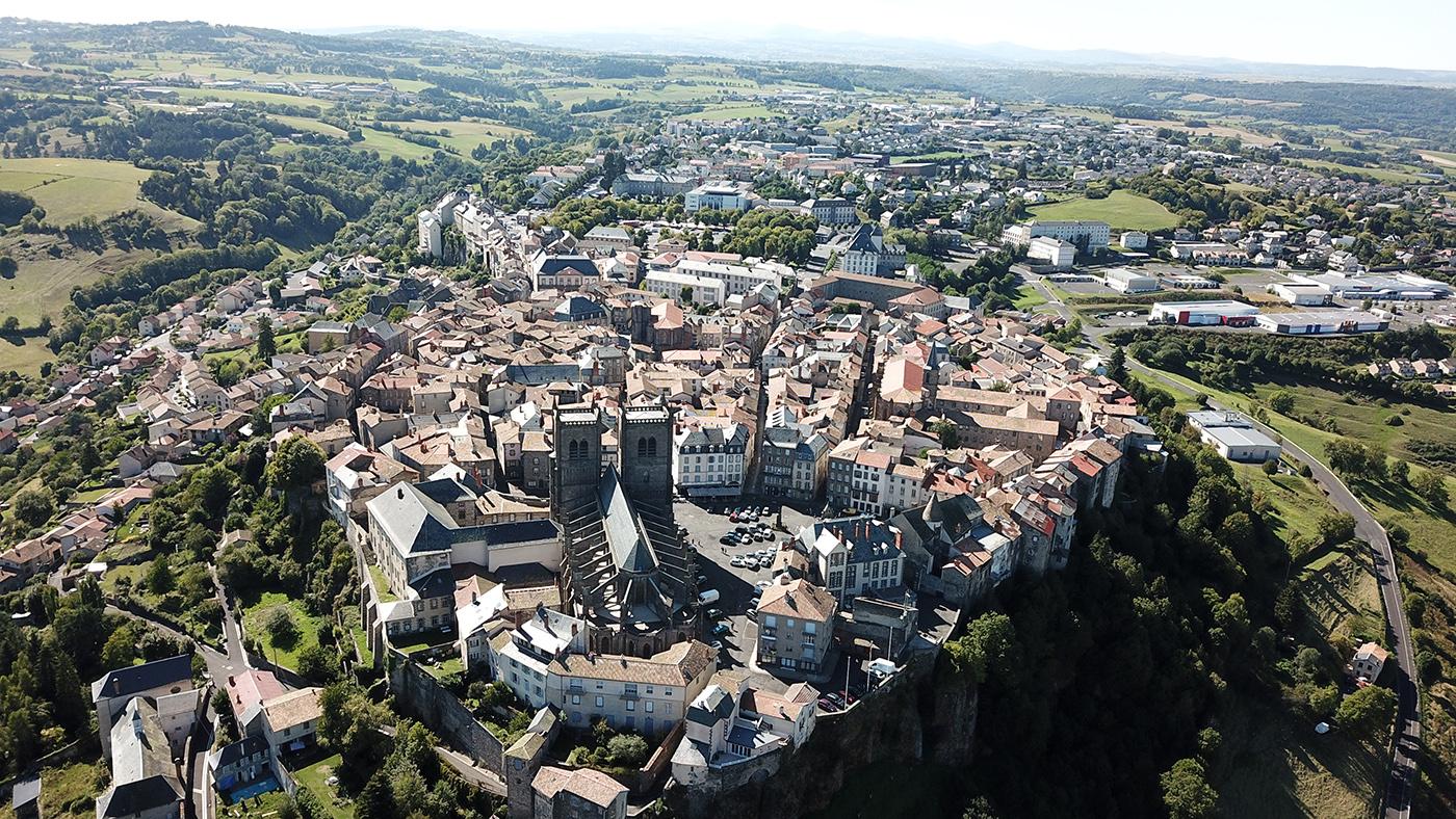 Vue drone Saint-Flour coeur de ville
