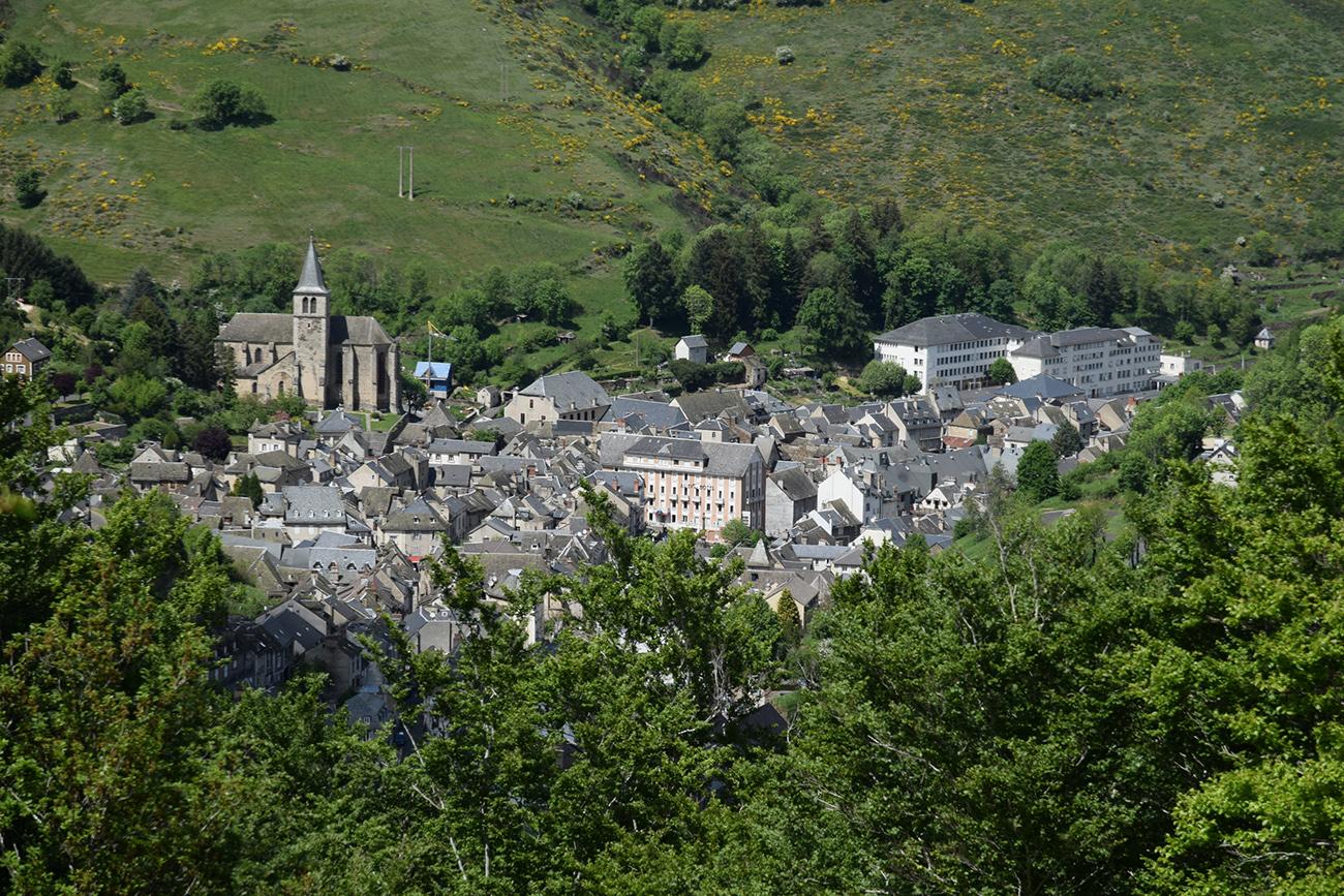 Bourg de Chaudes-Aigues Vue du Couffour